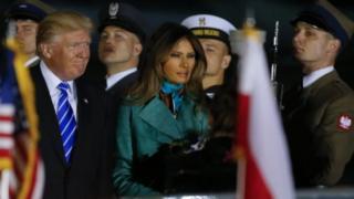 Президент США Дональд Трамп та його дружина Меланія Трамп прибули до Польщі ввечері середи