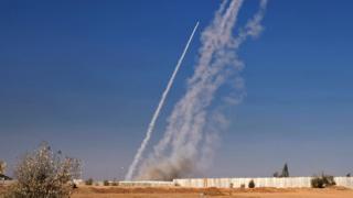 تصویری از پرتاب راکت به سوی مواضع داعش در موصل