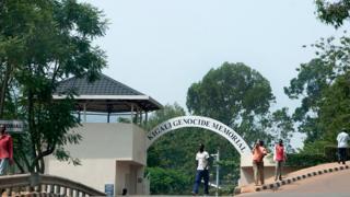 PNB Paribas accusée d'avoir autorisé un transfert d'un million de dollars durant l'embargo sur les armes au Rwanda en 1994.
