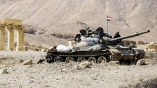 Танк під сиріійським прапором у Пальмірі