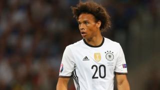 Sané a été transféré de Schalke à Manchester City pour 37 millions de livres sterling.