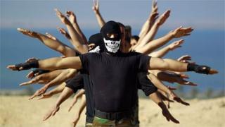 Жакынкы Чыгыштагы террордук топтордун катарында согушка катышып жүргөн кыргызстандыктардын саны 500дөн ашат.