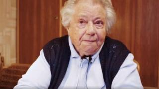 Gertrude, a aposentada de 89 anos no vídeo onde alerta contra os riscos da extrema direita