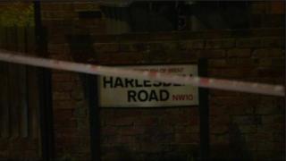 داهمت الشرطة مسكنا في شارع هارلسدن في ولسدين في لندن