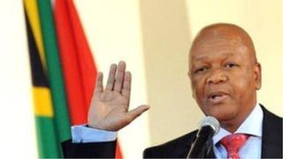Le ministre aux affaires présidentielles a présenté des excuses à Siyasanga Mbambani, la destinataire des SMS, à sa femme, à sa famille et à son parti politique l'ANC.