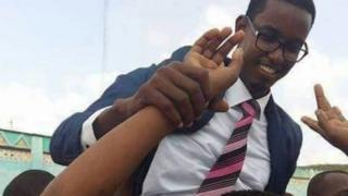 Abdullahi Sheikh Abas a été abattu dans sa voiture près du palais présidentiel.