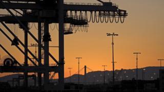 中美間去年的貿易逆差是3750億美元。