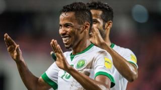 L'attaquant saoudien Salman Mohammed Muwashar célèbre le 3e but de son équipe lors de la 3e journée du groupe B face à la Thaïlande lors des éliminatoires de la Coupe du Monde 2018 à Bangkok le 23 mars