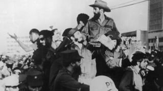 Fidel Castro, el Che Guevara y Camilo Cienfuegos llegan a La Habana el 1 de diciembre de 1959