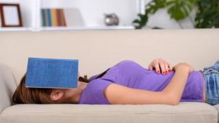 ¿Te pasó alguna vez quedarte dormido mientras lees?
