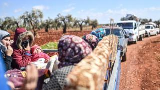 Syrians flee Afrin on 17 March 2018