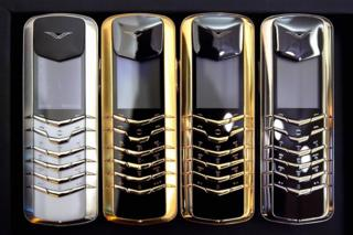 Vertu'nun 2004 yılında çıkardığı altın ve gümüş modelleri döneminin en pahalı telefonlarıydı