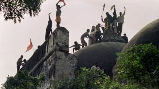 Sengketa umat Islam dan Hindu di India.
