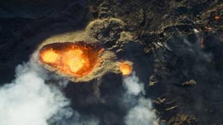 Piton de la fournaise, Volcano