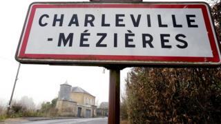 """Дорожный знак """"Шарлевиль-Мезьер"""""""