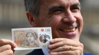 Mark Carney with new £10 note