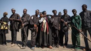 Des chasseurs de la localité de Yola, au Nigeria non loin du Cameroun, appuient l'armée dans la lutte contre Boko Haram