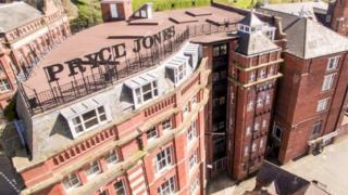 Adeilad ' Royal Welsh Warehouse', pencadlys busnes prynu a gwerthu Pryce Pryce Jones yn Y Drenewydd