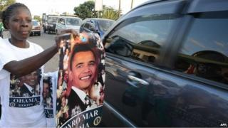 kenyans selling obama posters ahead of his visit