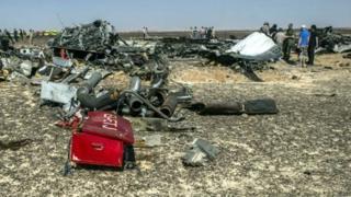 حطام الطائرة الروسية في شبه جزيرة سيناء