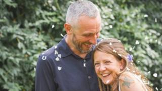 罗素·戴维森和妻子温迪
