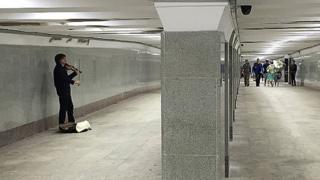 Музыкант в подземке