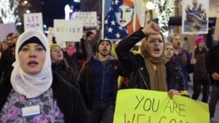Рішення Дональда Трампа про обмеження в'їзду до США викликало жорстку критику з боку правозахисних організацій і громадськості