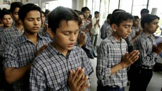 ভারতের একটি স্কুলে বন্দে মাতরম গাইছে শিক্ষার্থীরা