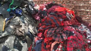 La plupart des vêtements usés ou déchirés en provenance d'Europe ou des Etats-Unis sont recyclés à Panipat (Inde)