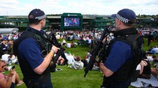 Полицейские с оружием на Уимблдоне