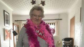 May Webber em sua festa de aniversário de 90 anos, em abril