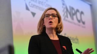 Amber Rudd ta bayyana cewa manhajar na iya gano kashi casa'in da hudu cikin dari na harkokin IS