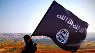 Fighter wey carry ISIS Flag