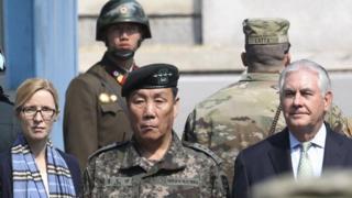 美国国务卿蒂勒森在韩国访问过三八线非军事区