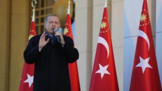Cumhurbaşkanı Erdoğan külliyede konuşuyor