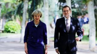 Theresa May and Mariano Rajoy