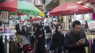 3月の小売売上高は前年比10.5%増となった(写真は広東省深圳市)