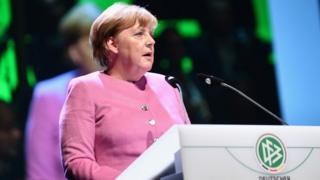Ra'isal wasaare Angela Merkel