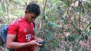 Nelison Saw Munduruku using his GPS