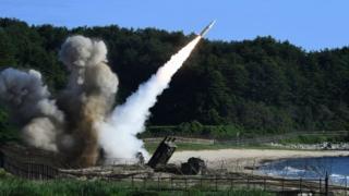 美韓連續兩天軍演,模擬對朝鮮發射導彈,展現軍事威力。美國呼籲全球行動,對朝鮮施加壓力,真正解決朝鮮問題。