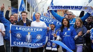 Leicester fans celebrate winning the title