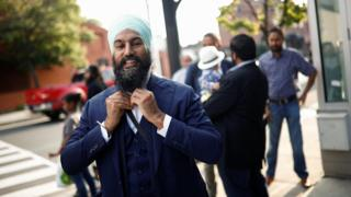 New Democratic Party leadership candidate Singh puts on his tie at a meet and greet event in Hamilton