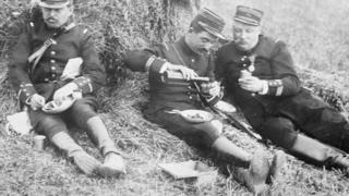 askerler kumanya yerken