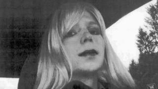 Chelsea Manning em seu carro