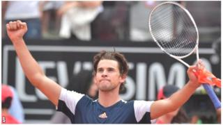 Dominic Thiem yakosoye ibyatumye atsindwa mu cyumweru gishize ku mukino wa nyuma w'irushanwa rya Madrid Open, atsinda Rafael Nadal muri Italian Open