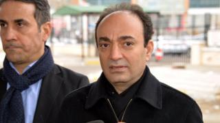 HDP Şanlıurfa Milletvekili Osman Baydemir, gözaltına alınmadan önce KCK davasının duruşması için geldikleri Diyarbakır Adliyesi'nin önünde bir açıklama yaptı.