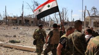Dakarun dake biyayya ga Shugaba Assad bayan sun kwato wani yanki na gabashin Aleppo ranar Lahadi