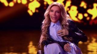 Cựu thí sinh X Factor Nga Julia Samoilova sẽ đại diện cho nước mình tại cuộc thi Eurovision ở Kiev.