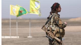Бойцы Сирийских демократических сил наступают на Ракку