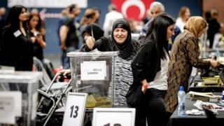 Yurt dışında oy verme işlemleri